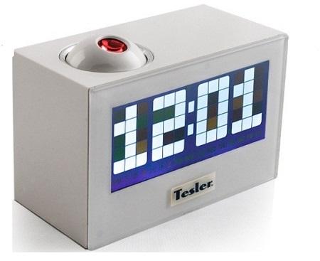Радиочасы TESLER CR-320 White (цифровой дисплей, будильник, проектор, радио FM-AM)