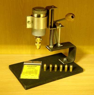 Настольный сверлильный станочек на основе минидрели МД-1